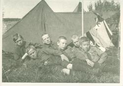 Speidergutter i leir ved Kongsten Fort i Fredrikstad, 1910 F