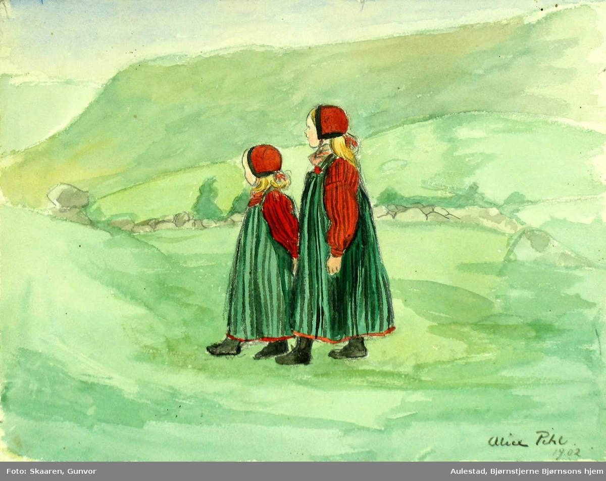 To småjenter i bunad omgitt av landskap i grønt.