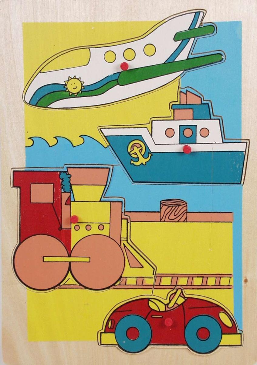 Puslespill med trebiter. Bilde av ulike transportmidler.