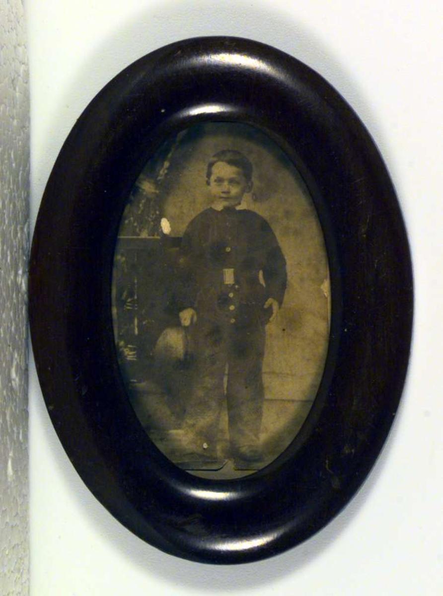 Fotografi av Hans Neeraas som liten gutt.