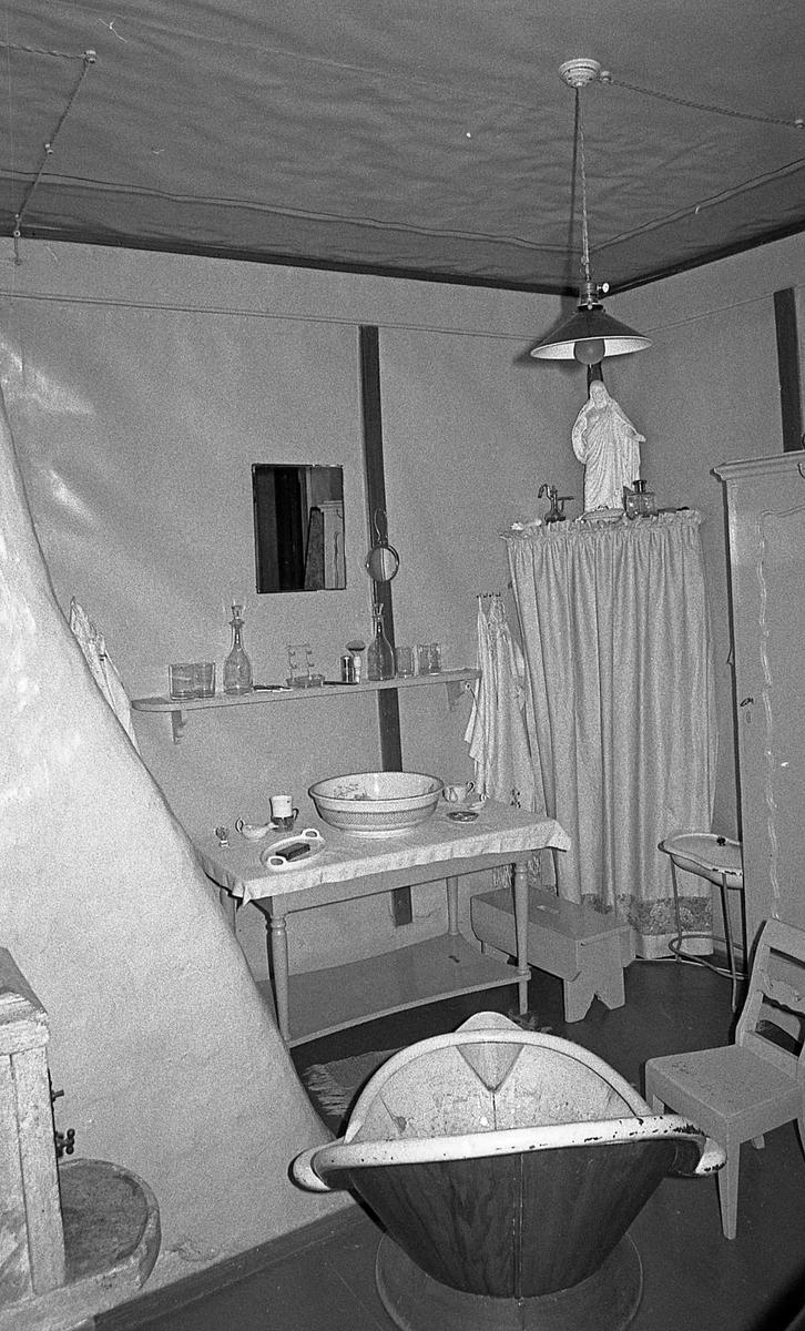 DOK:1971,påkledningsværelse, badekar, stol,