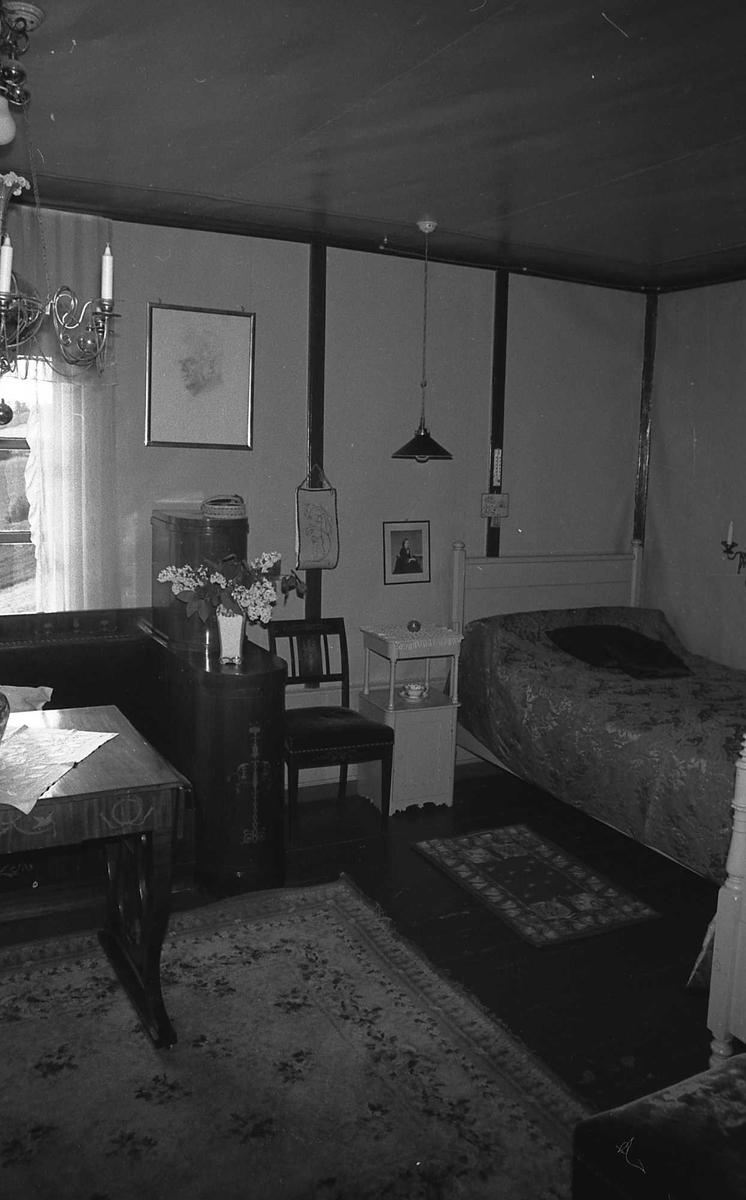 DOK:1972-1975, Aulestad, interiør, soveværelse, seng, lampe, bord,