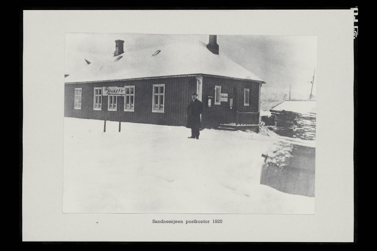 eksteriør, postkontor, 8800 Sandnessjøen, mann