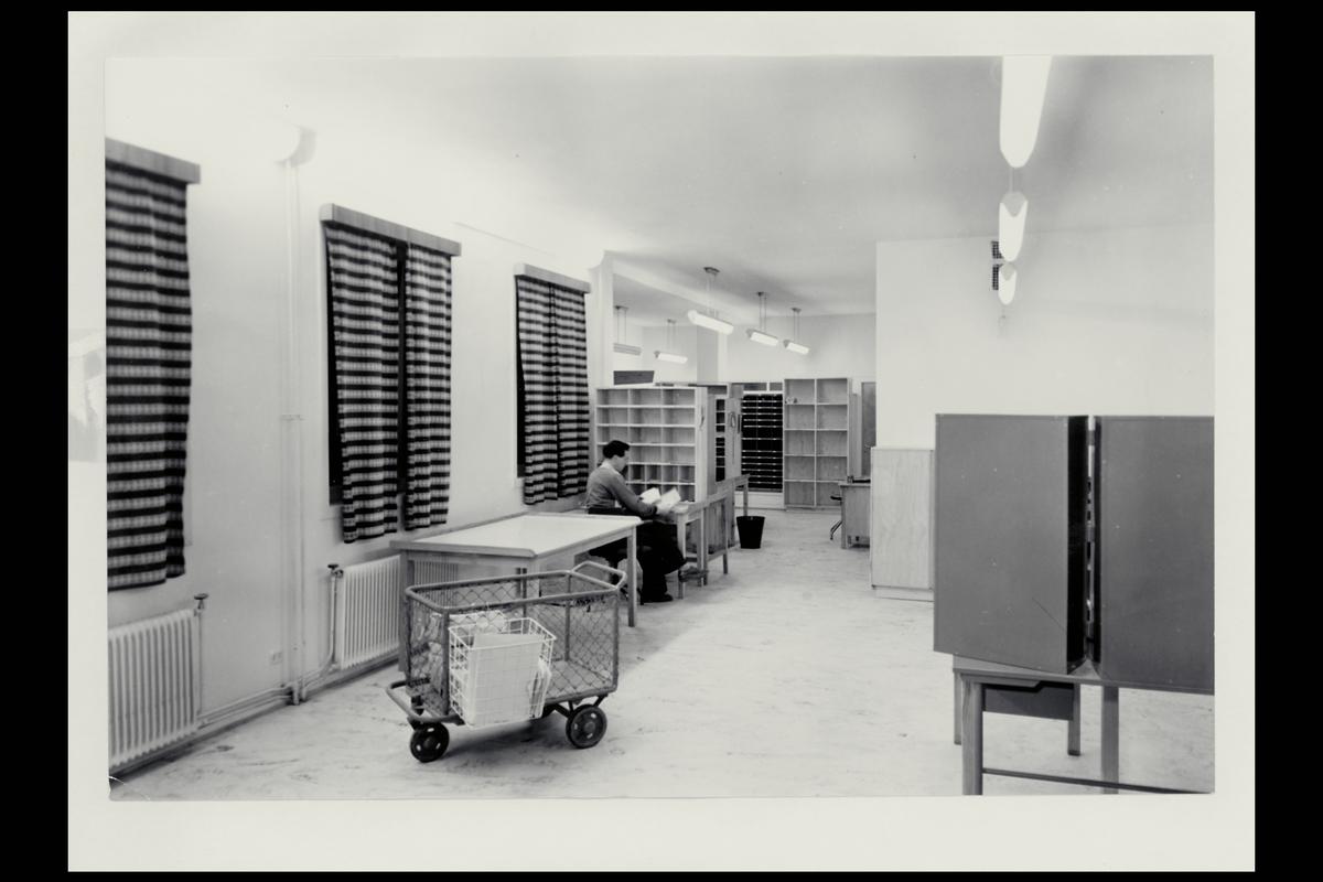 interiør, postkontor, 6600 Sunndalsøra, mann