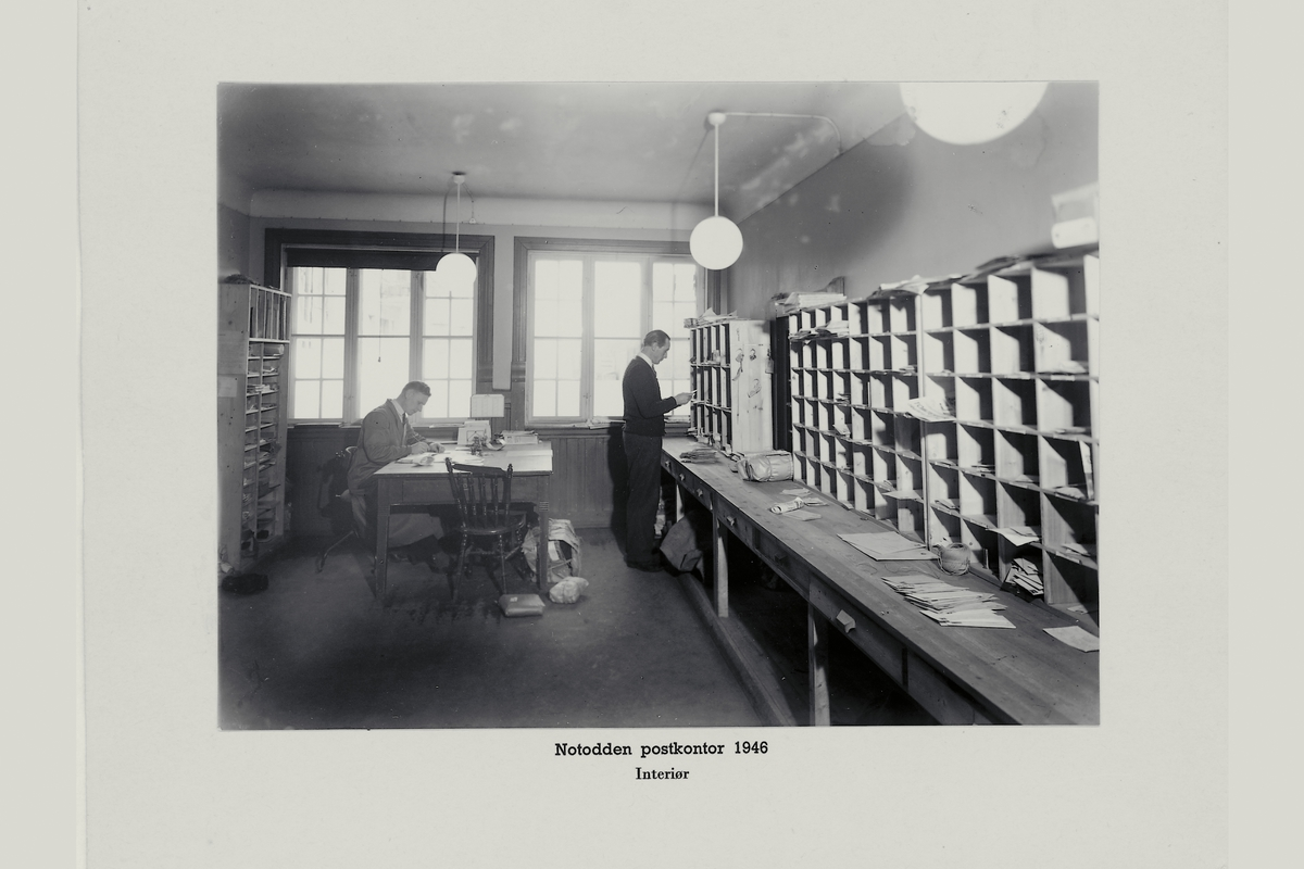 interiør, postkontor, 6370 Notodden, sortering, personale, pakker, brev