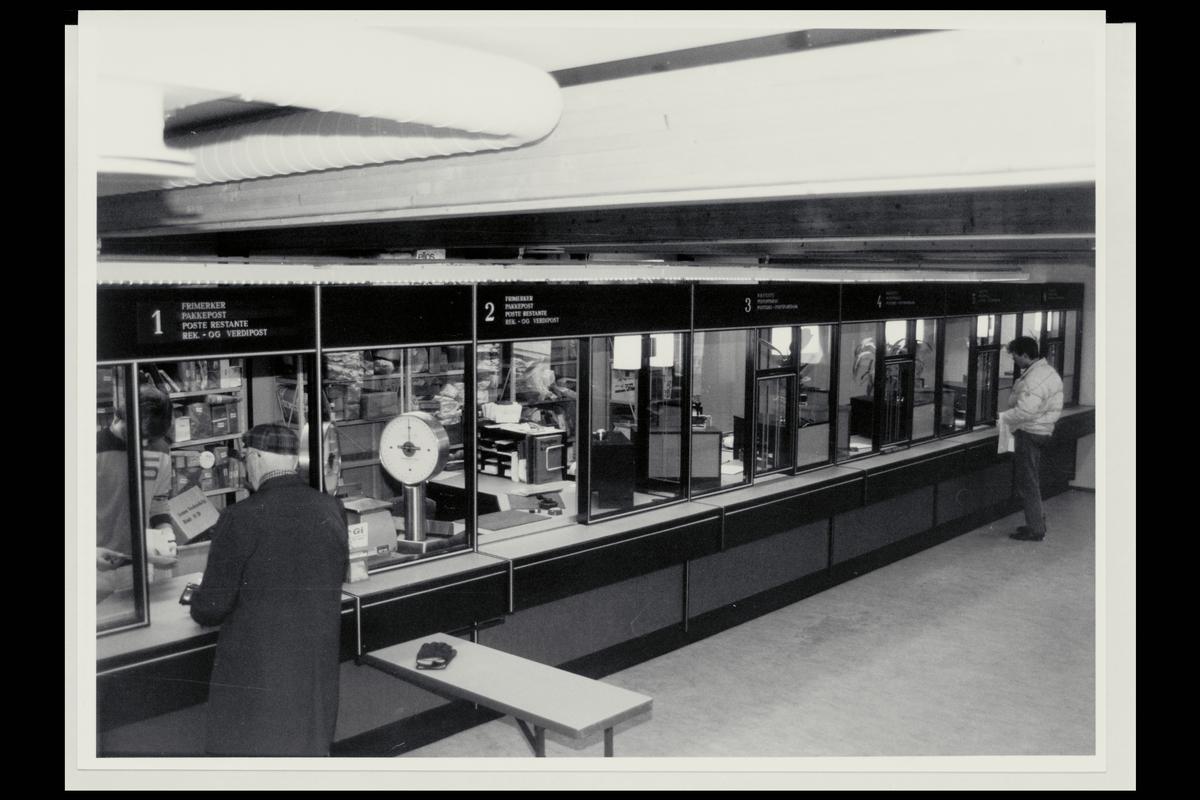 interiør, postkontor, 9800 Vadsø, publikumshall, kunder, vekt