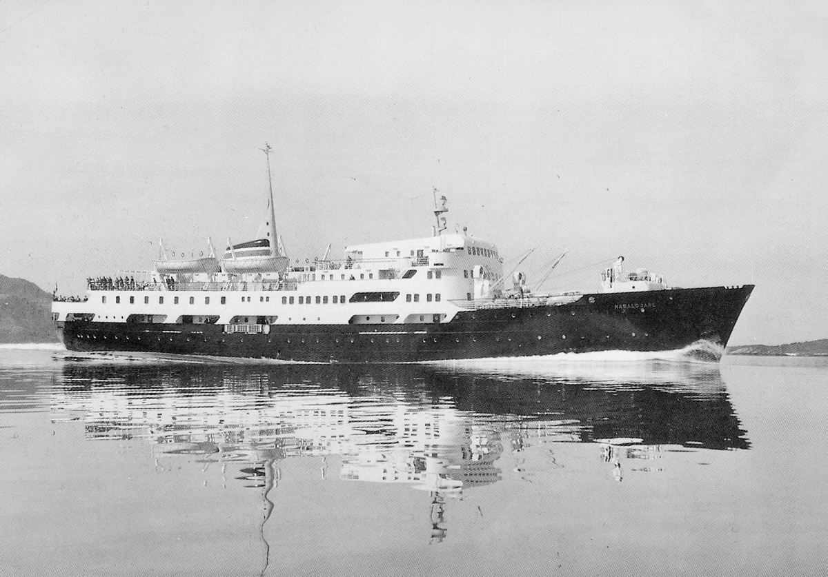 transport båt, eksteriør, M/S Harald Jarl, hutigrute, åpen sjø