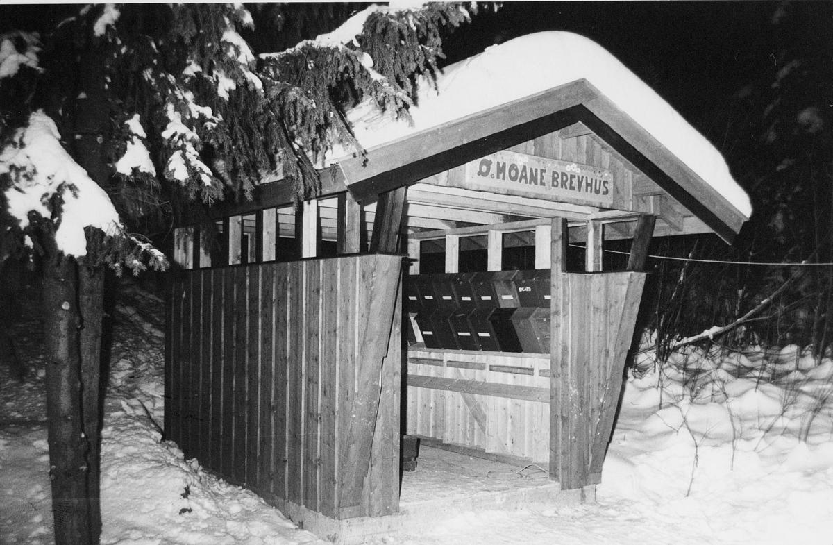 postkasser, private, Øvre Moane brevhus, henger inne, på veggen