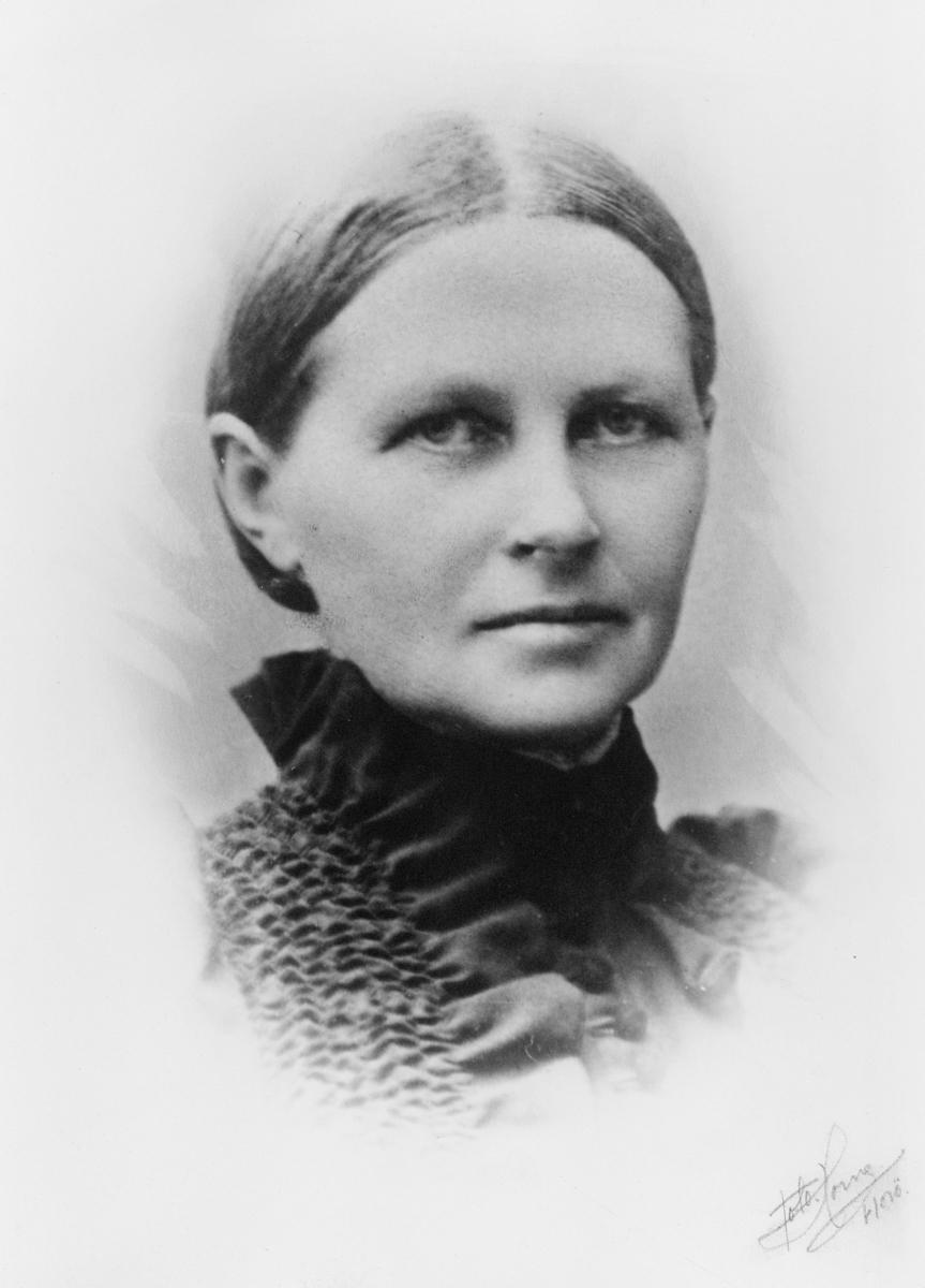 portrett, postmester, Karen Helene Müller