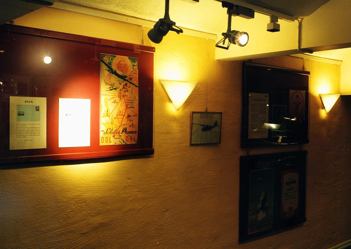 """Postmuseet, utstilling, """"Luftpost i Norge - fra ballong til jet"""", plakater, luftpostplakater."""