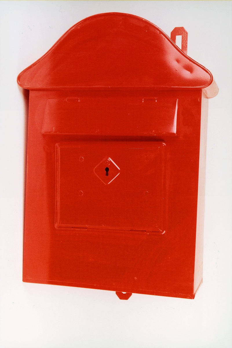Postmuseet, gjenstander, postkasse, brevkasse, nøkkelhull, uten plakat, kassen er ubrukt, fra før 1956.