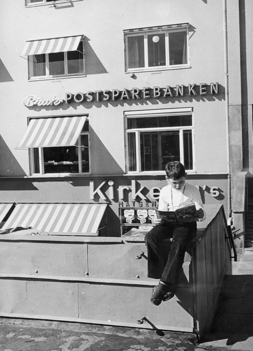 postsparebanken, Hamar postkontor, østre torg, Grønnegt. 52, eksteriør, 1 gutt
