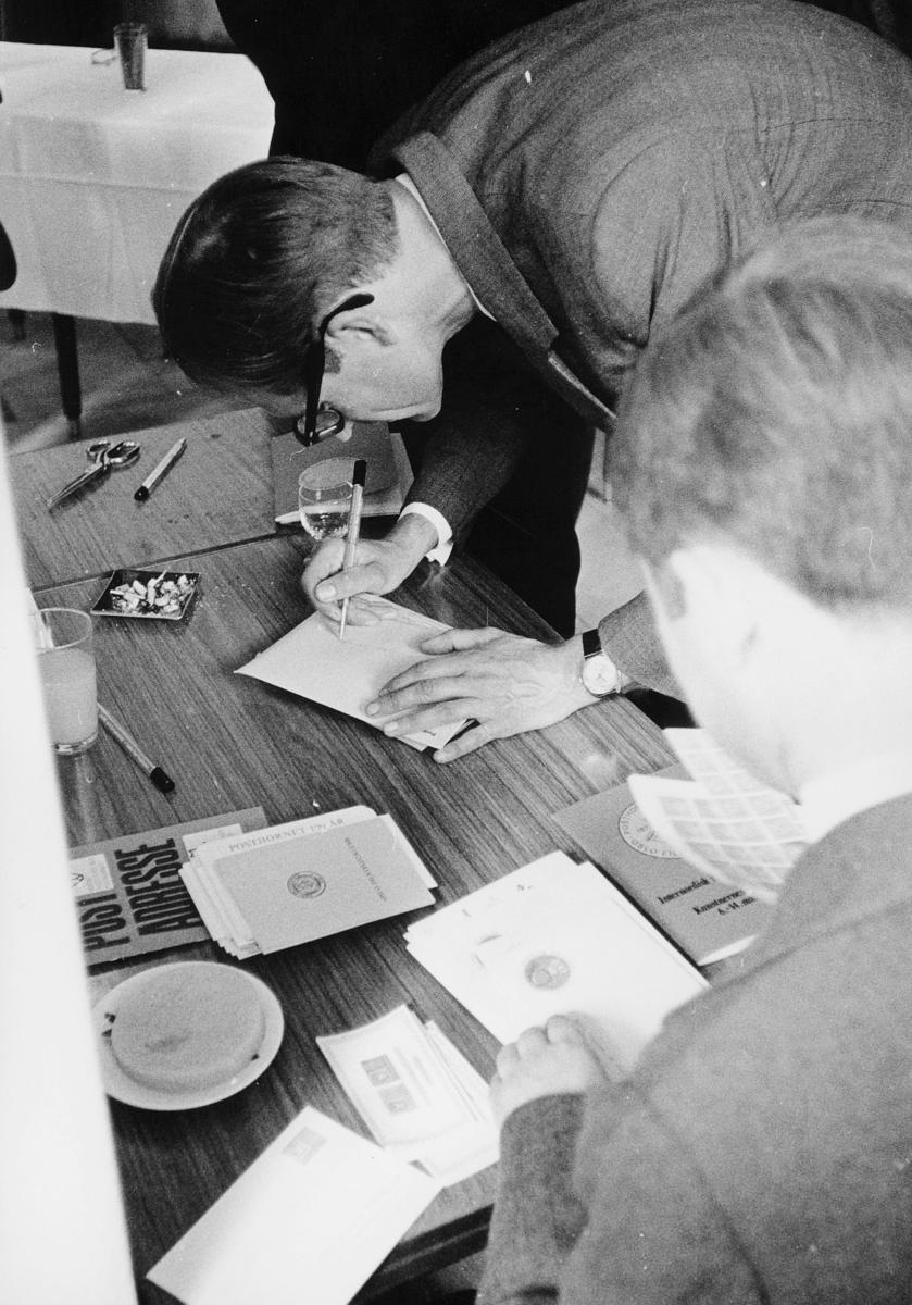 markedsseksjonen, Internordisk frimerkeutstilling, Kunstnernes Hus, Posthornet 100 år, filateli, signering