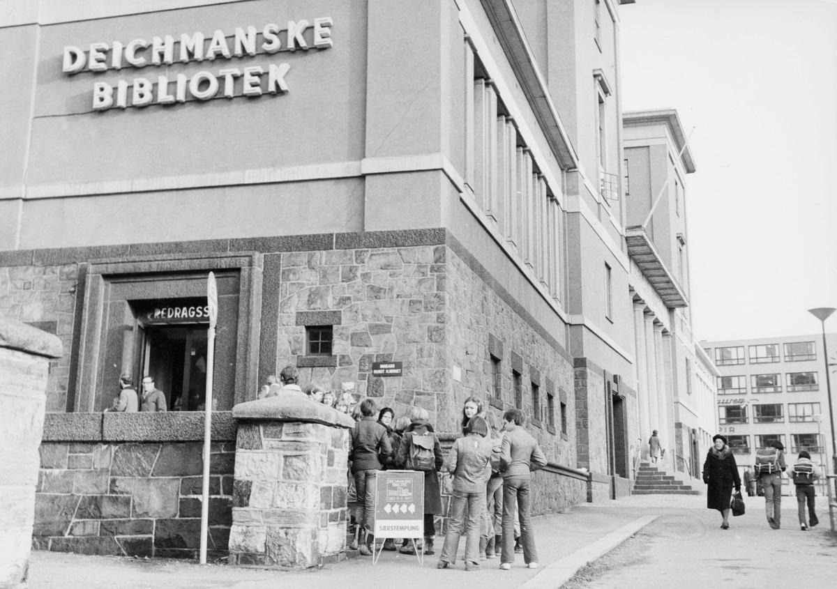 markedsseksjonen, utstilling, Deichmanske bibliotek, 10.11.1977, særstempling, eksteriør