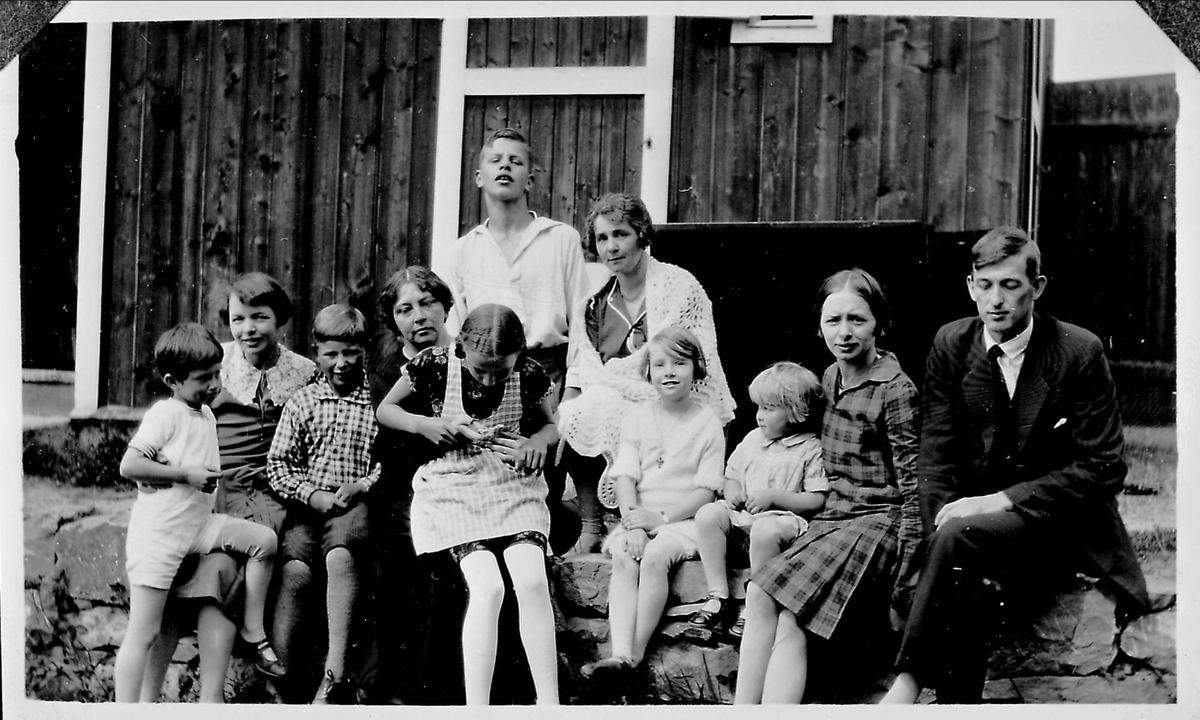 Olsok, kvinner, menn, barn, hus - Bjerkebæk, Sigrid ...