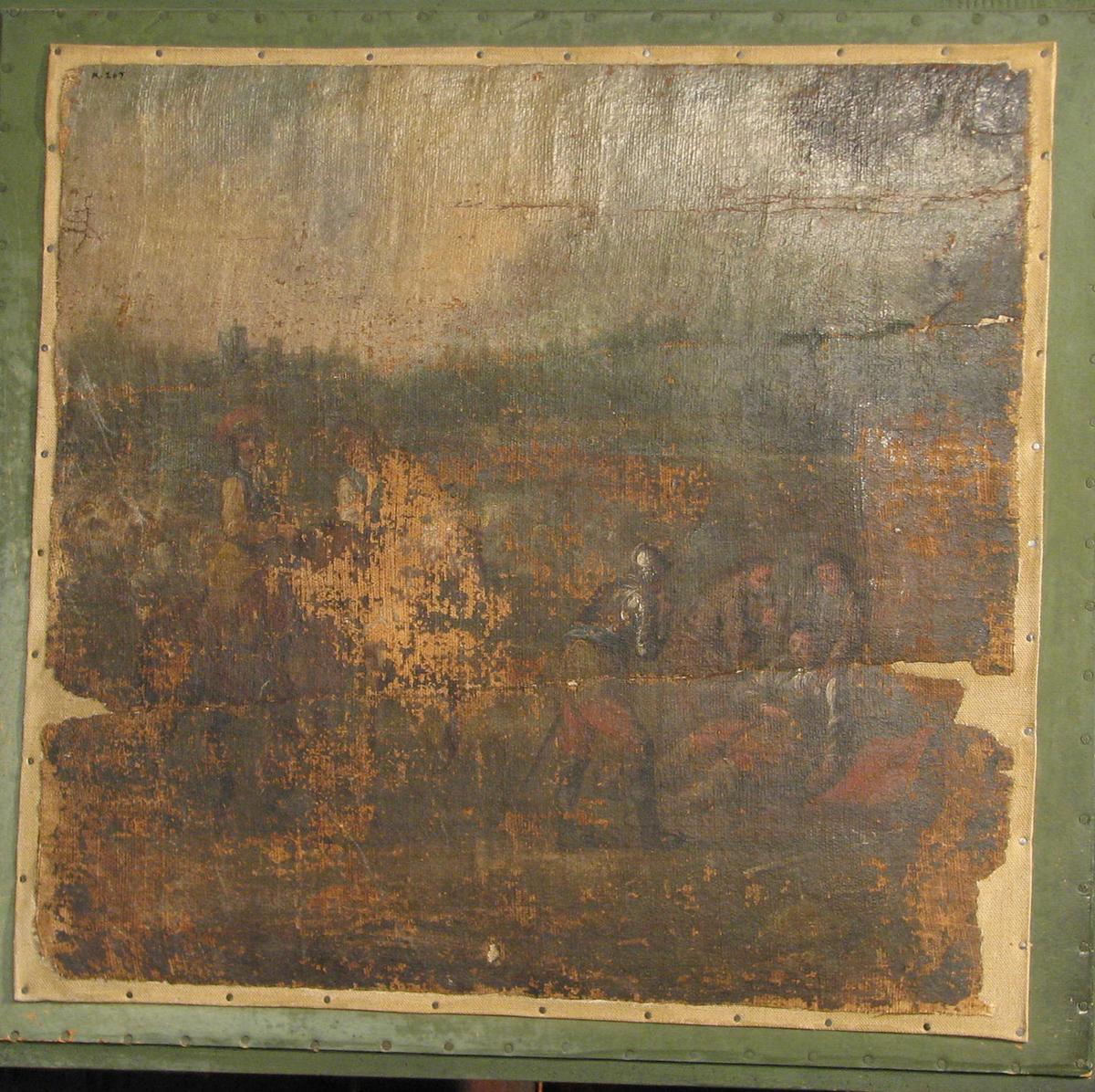 Nesten kvadratisk. Figurscene; tilv. 2 hester m. ryttere; tilh. liggende mann m. 3 menn omkr.; bak marker, borg; brunlig tone. Forsterket m. nytt lerret.