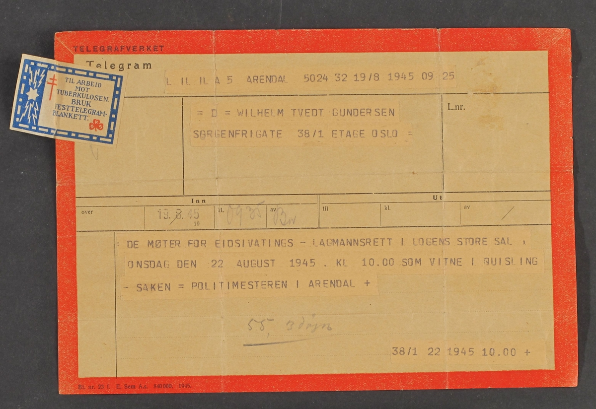 Papirark, med rød kant, inndelt i rubikker. Telegrafverkets skjema for utlvering av telegram. Påklebet merke til inntekt for arbeid mot tuberkullose