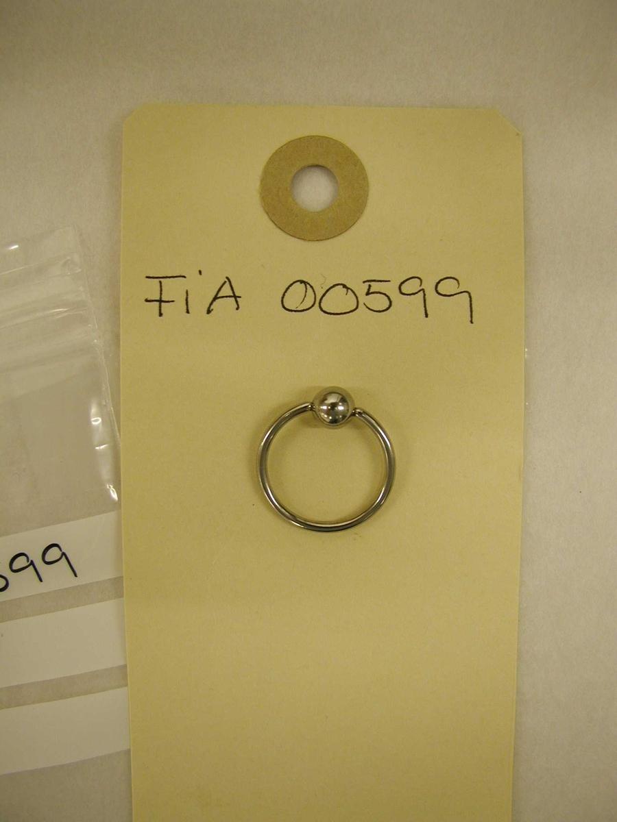 Form: Ring med kule