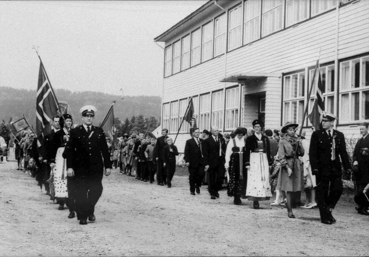 Bilder fra Birkenes kommune 17. mai-toget på Folkeskolen i 1963