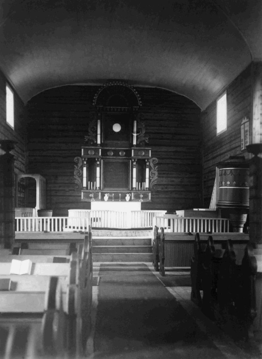 Interiør fra Iveland kyrkje