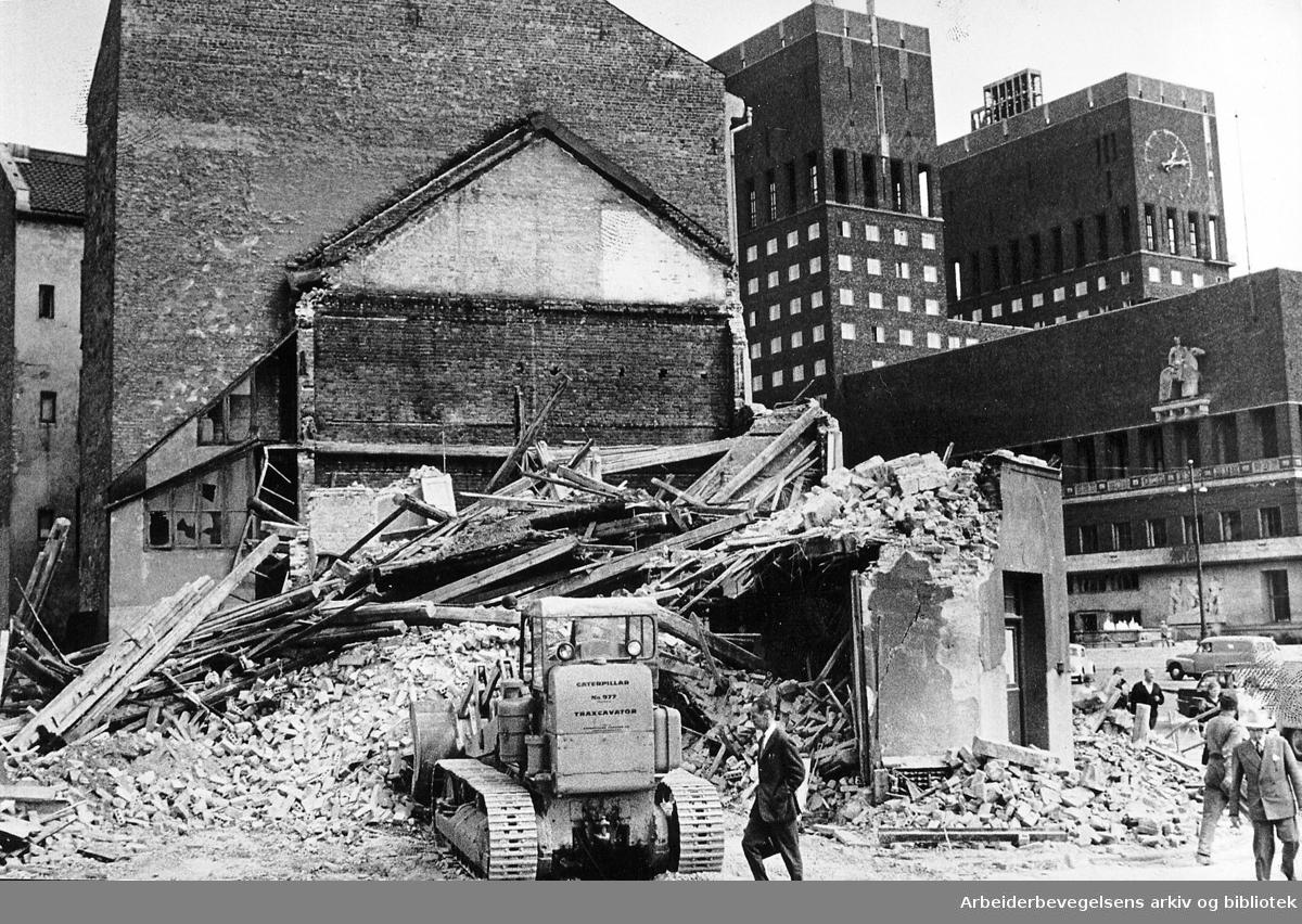 Riving av bygninger i Vika,.juli 1965