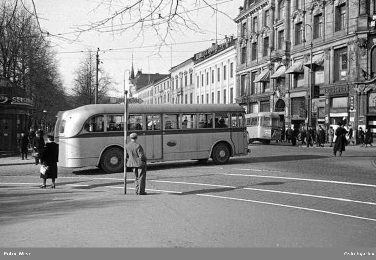 Oslo Sporveier. Buss i A-15710 - 739-serien, type B7 linje 20 Bussringen, her i Rosenkrantz' gate på vei inn i Karl Johans gate