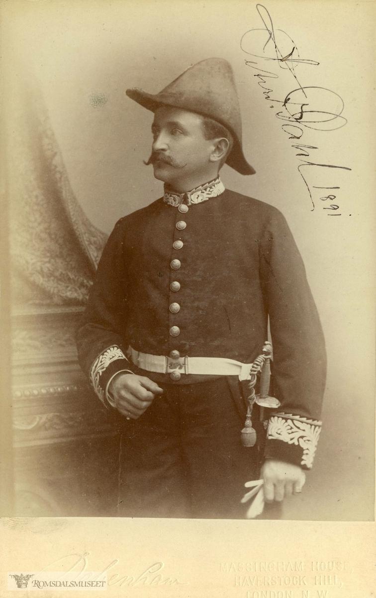 Peter Fredrik Dahl er her fotografert i uniform som britisk vicekonsul. Han var vicekonsul i Molde fra 1883.