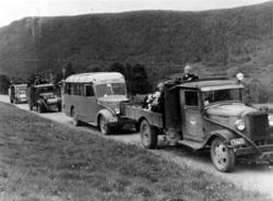 Lastebil med reg nr T-2723, Buss med reg nr T-4875 Dodge 193