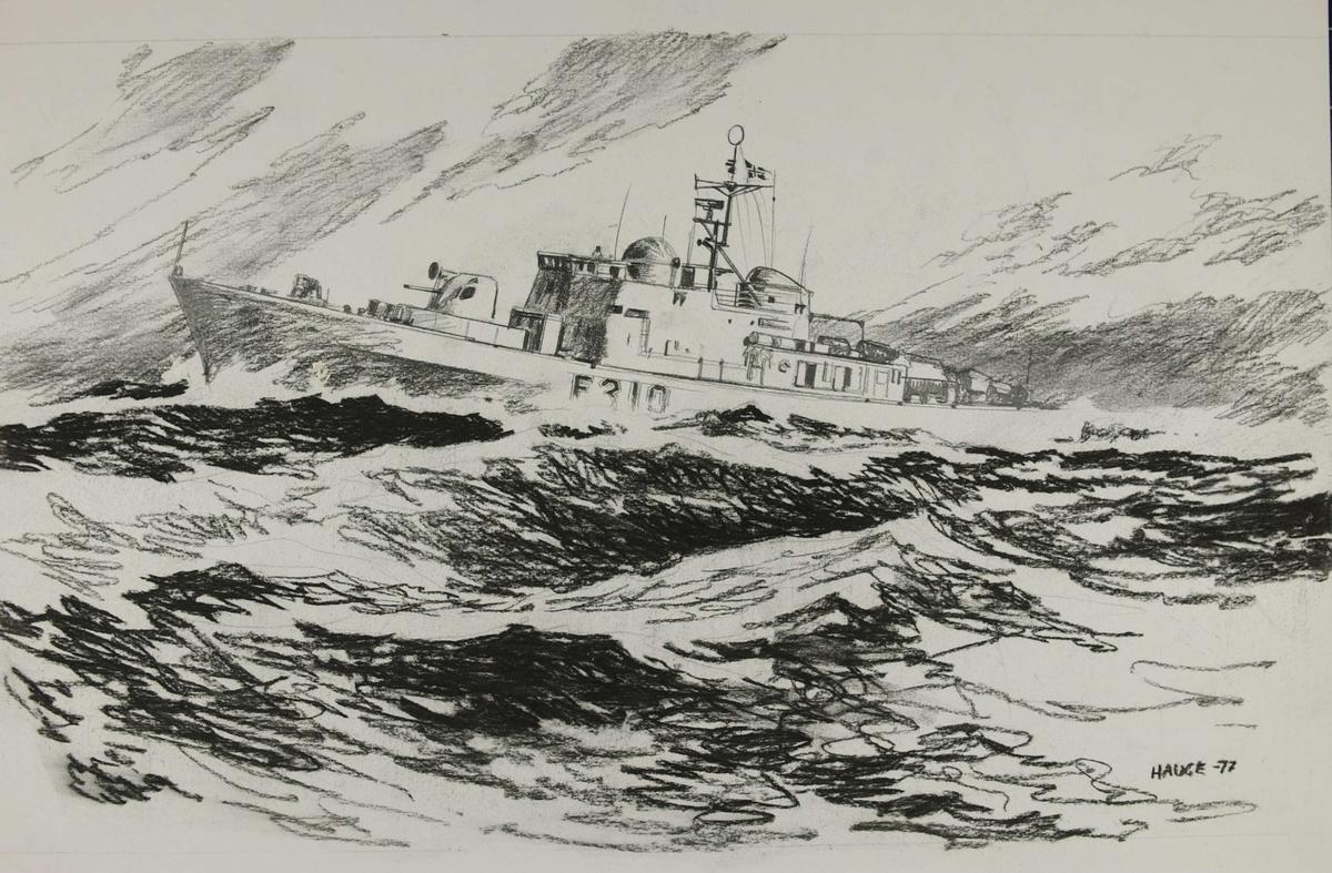 Norsk fartøy, F310, på åpent hav.