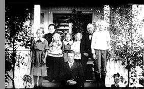 GRUPPE: 8, FAMILIEN IMERSLUND, RY, KAREN IMERSLUND, OLE IMERSLUND, BARNA: GØNNER, GUDRUN, OLAVA, OLGA, EINAR, RIKKARD FORAN.