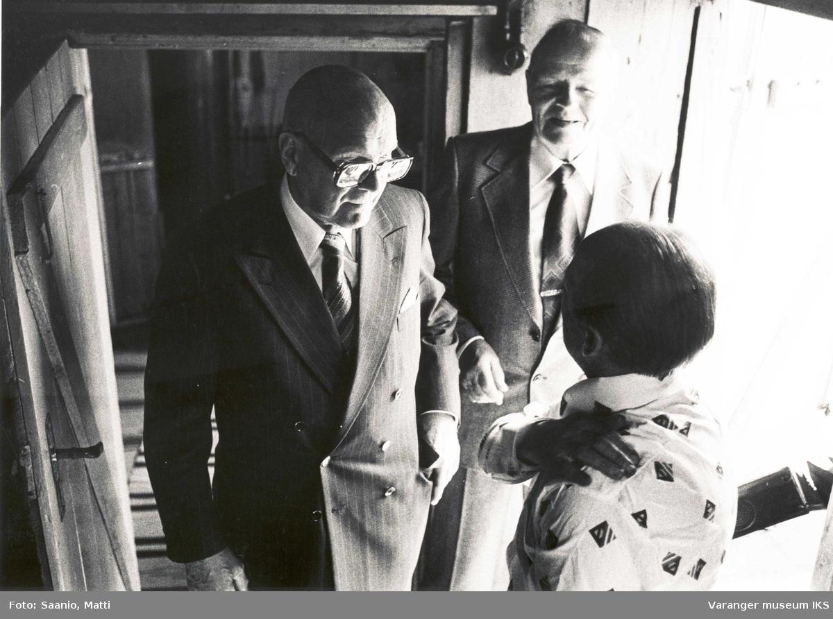 President Kekkonen med Alf Tuomainen og tidl. minister Kustaa Vilkuna? i  Tuomainengården 1977