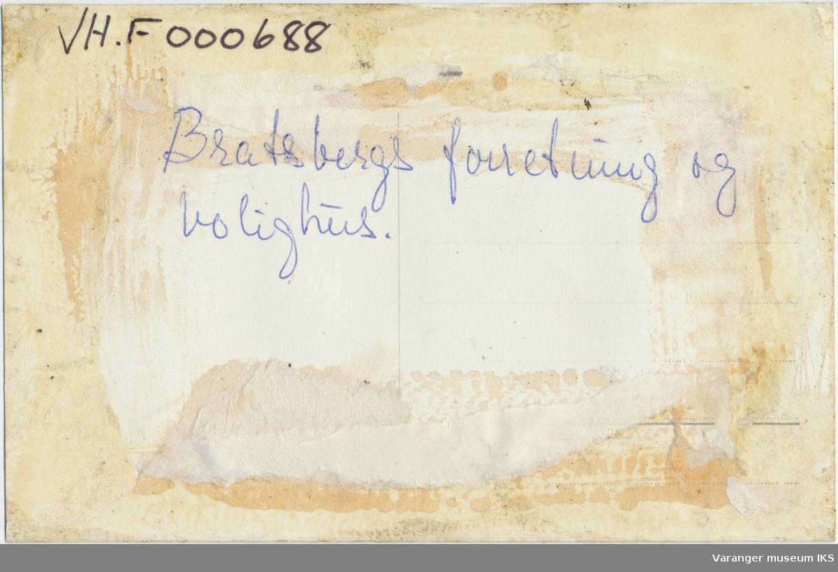 Postkort, Chr. Bratsbergs forretning og bolig i krysset mellom Nansens gate og Kristian IVs strede, ca. 1930