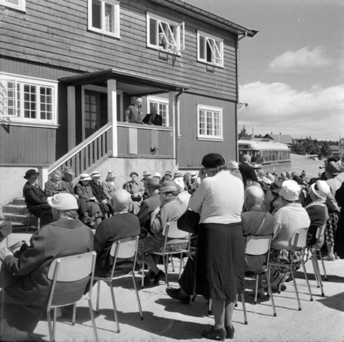 Hamar pensjonistforening, tur til Sjusjøen, utenfor Graaten.