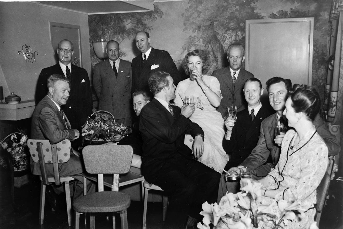 Emil Nordby, Sandvika. Lunsjbord, koldtbord, interiør. 11. 06. 1949. Ukjente gjester.