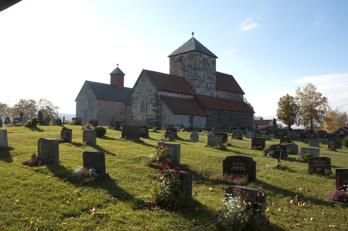 """""""Nikolaikirken på Gran, Hadeland. Søsterkirkene med Nikolaikirken i forgrunnen. Se """"""""Hamar Bispestol 850 år """""""" s. 34. """""""