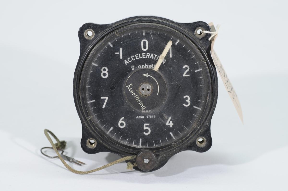 Accelerometer Ac5a, graderad -1 - 8 G. Återföringsnyckel hänger i snöre i instrumentet.