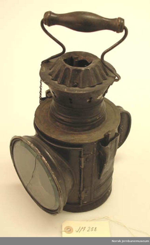 Karbidlampe : signallykt brukt under okkupasjonen