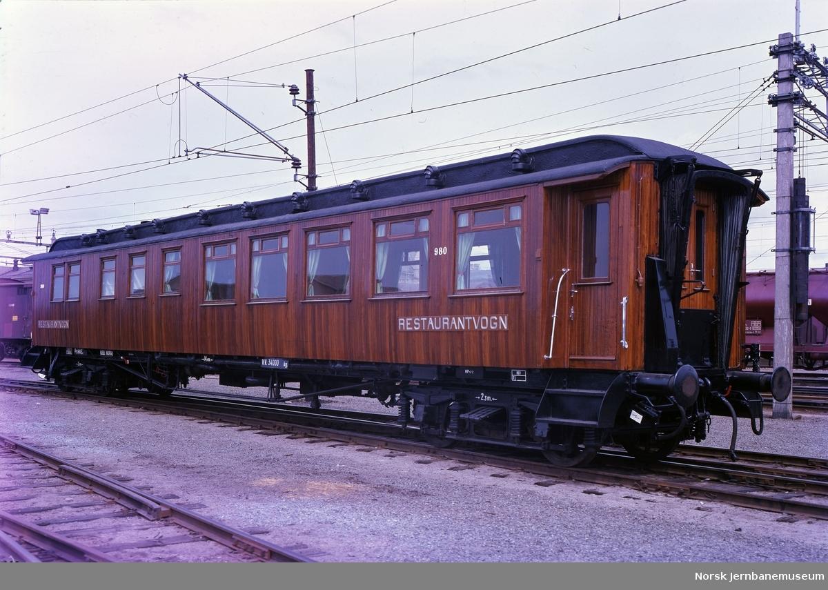 Restaurantvogn NSB litra Eo nr. 980 - Matservering for reisende