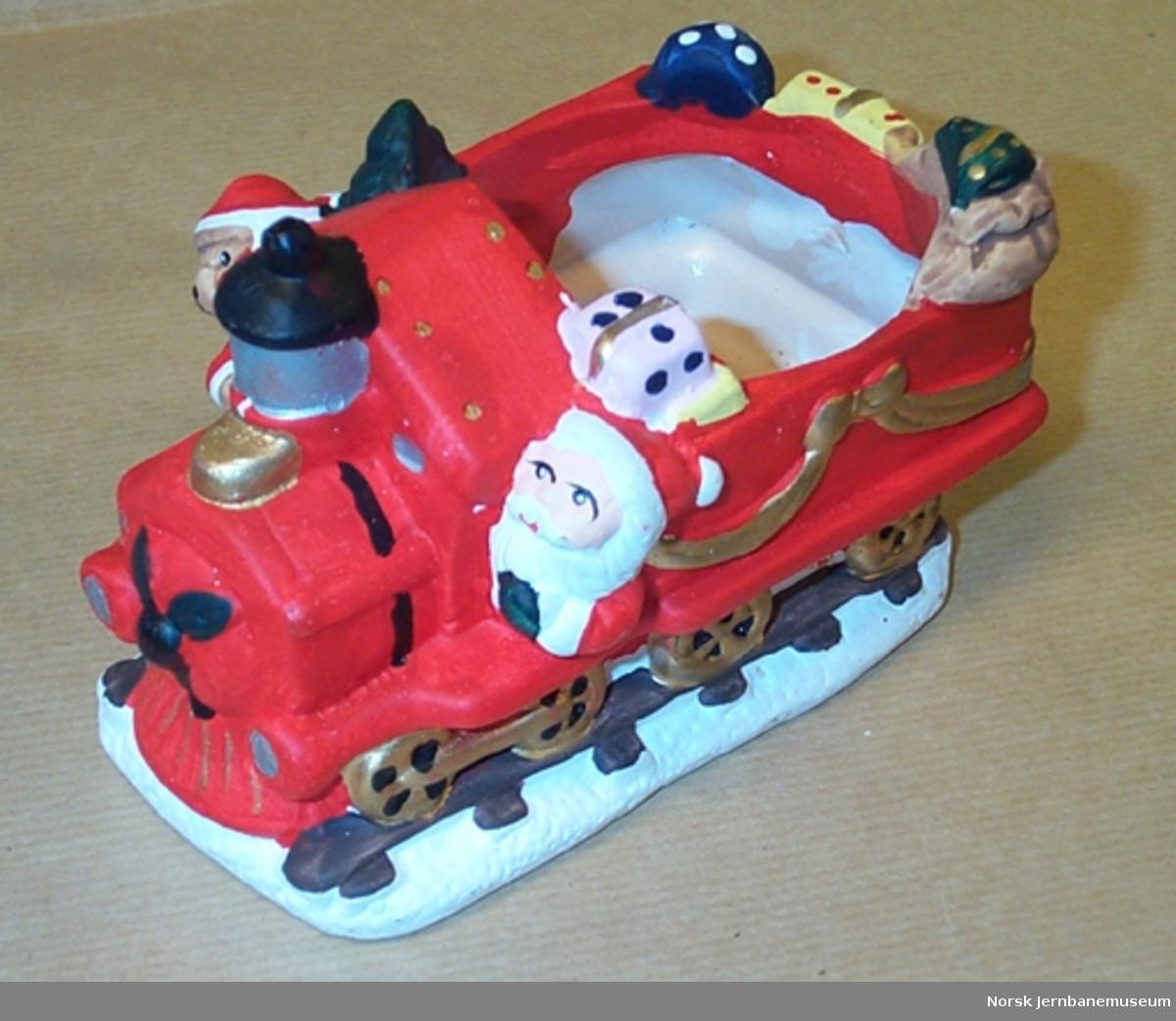 Kuriosa : Damplokomotiv som blomstervase i juleutførelse