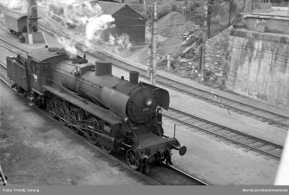 Damplokomotiv type 26c nr. 399 på Hamar stasjon, underveis til kullbukken