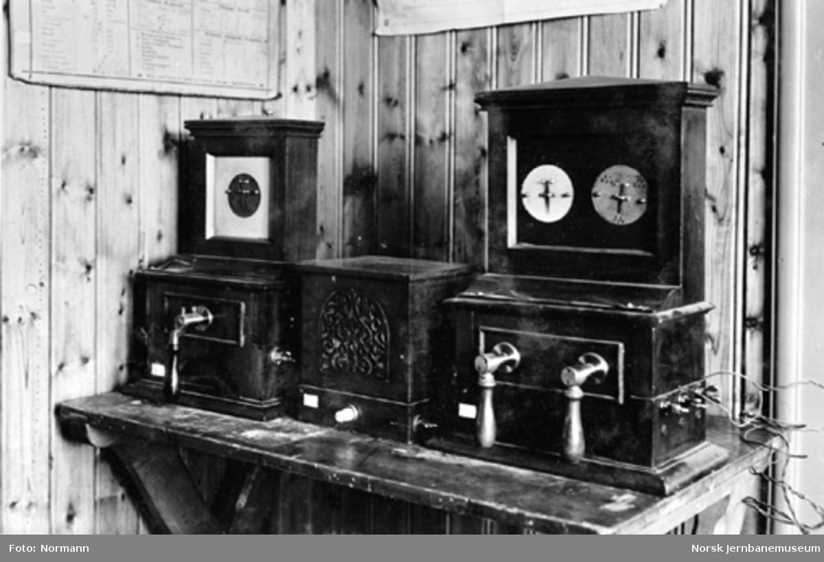 Jernbanemuseet på Disen : Enkelt og dobbelt nåleapparater av fabrikat Coocke & Wheatstone