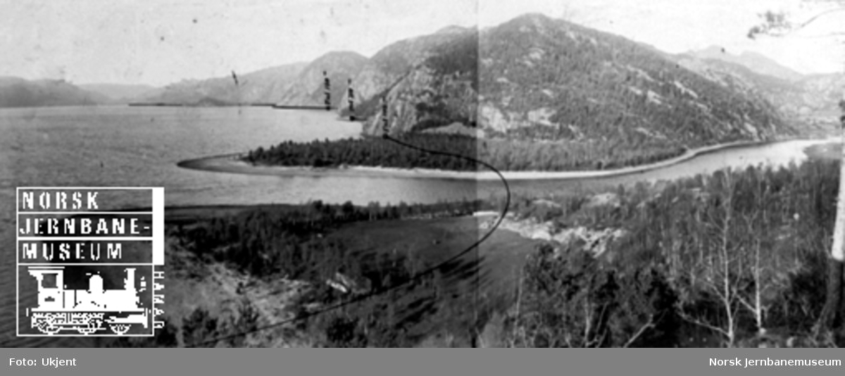 Fra Flekkefjordbanen før anlegget, stasjonsområdet på Sirnes; jernbanelinjen er inntegnet med svart tusj