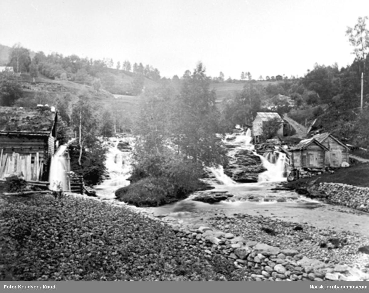 Rekve vannfall med kvernbygninger