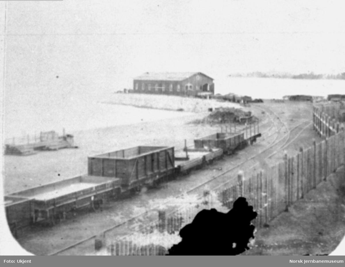 Hamar stasjon, bryggesporet med bryggeanlegget i bakgrunnen