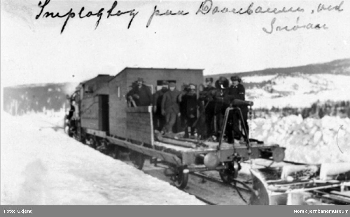 Sporrensertog ved Snøan med brøytemannskapene på sporrenseren