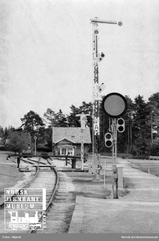 Forsignal samt semaforsignalet fra Vaksdal stasjon foran Isaachsen-bommene