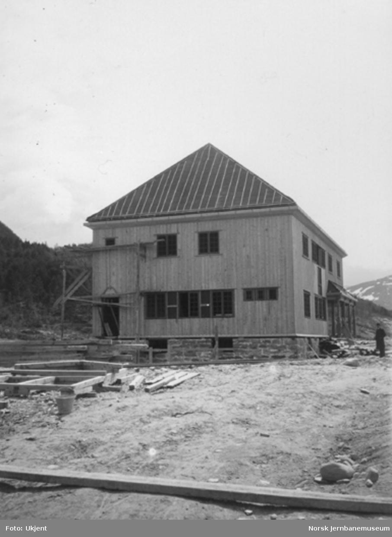 Dombås stasjonsbygning under bygging