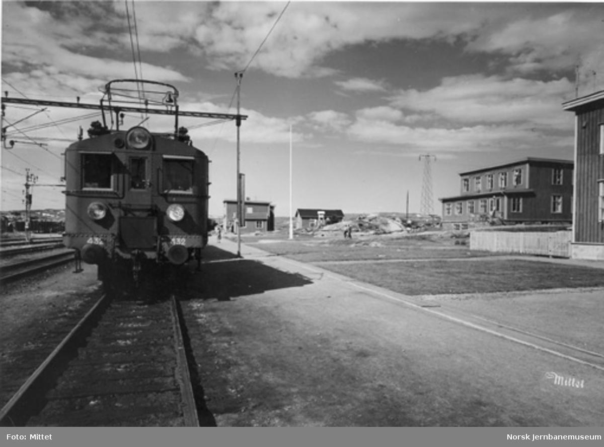Bjørnfjell stasjon med svensk lokomotiv litra D nr. 432