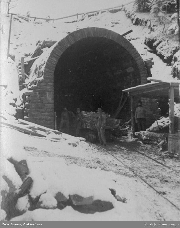 Kronstadtunnelen (Møllendalstunnelen) : utmuring av tunnelportalen