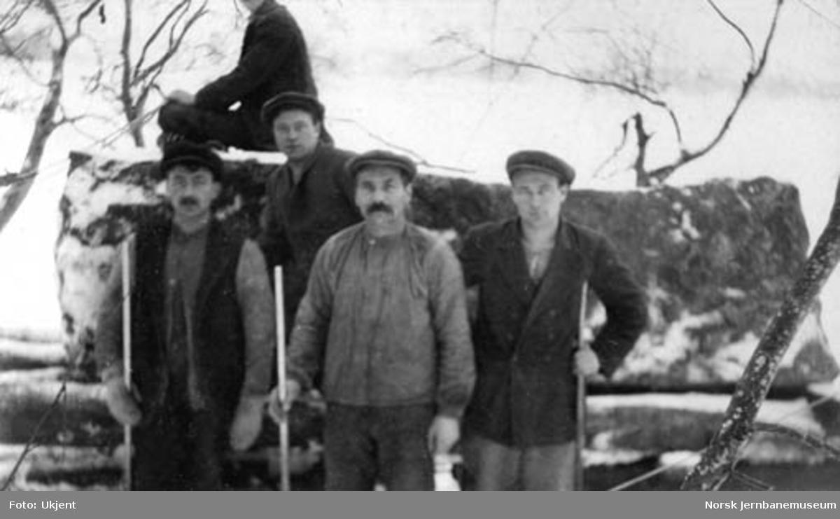 Fire mann i steinbrudd ved Foss bru